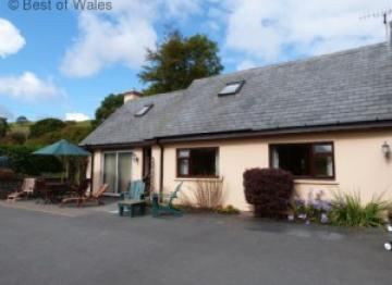 Ger y Faen  – 4 star cottage sleeping 4 located 1 mile from the village of Devil's Bridge