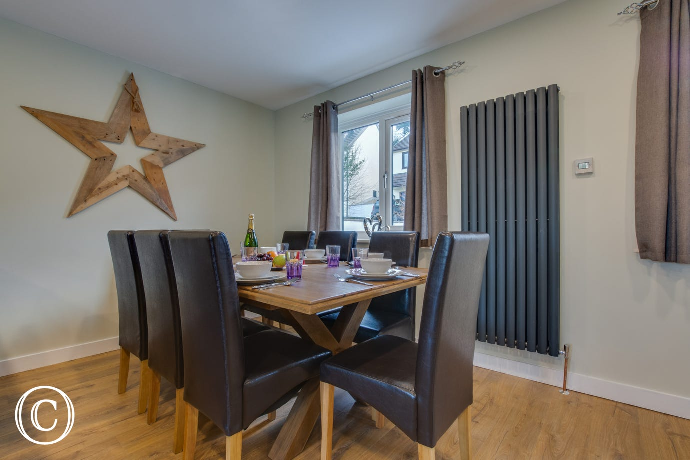 Holiday property in Saundersfoot with dining area