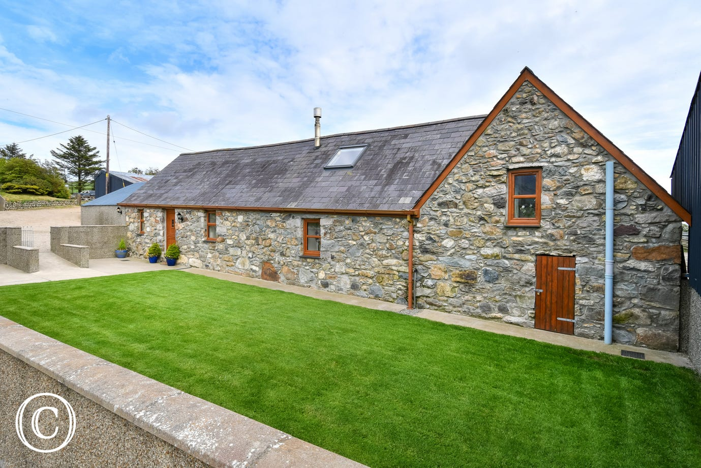 Pet-friendly Llyn Peninsula self catering cottage with woodburner