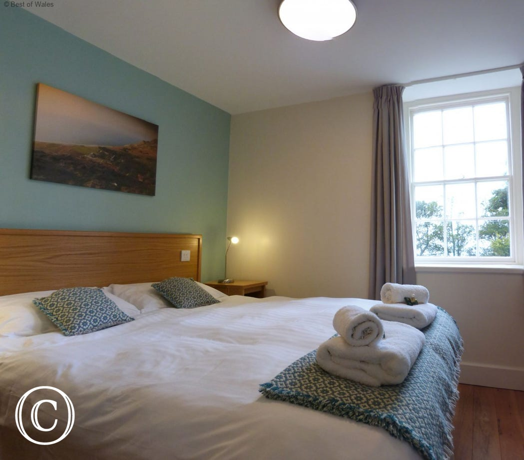 Bedroom 1 - Lovely double room with king size bed and en-suite