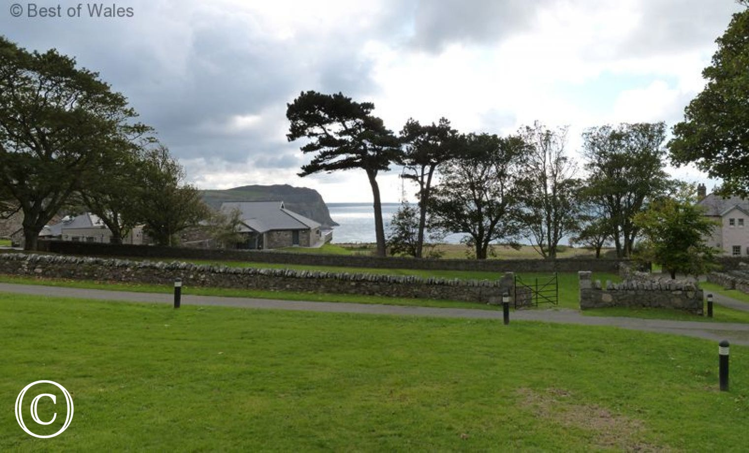 Large communal lawn to the front of your Nant Gwrtheyrn accommodation