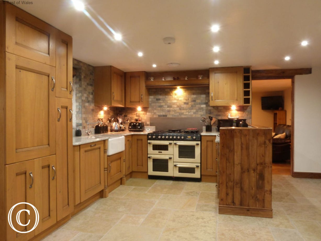 Spacious open plan kitchen / dining room leading through to lounge