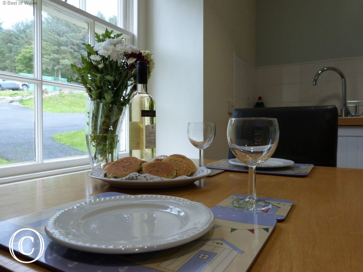 Cottage in Nant Gwrtheyrn - dining table for two