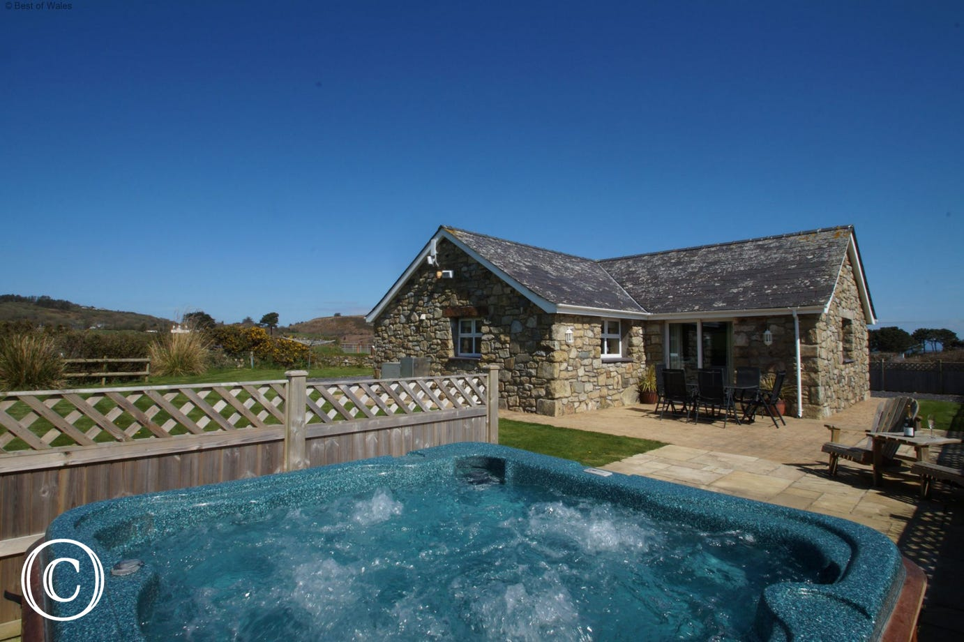 5 star holiday cottage Abersoch with hot tub and enclosed garden