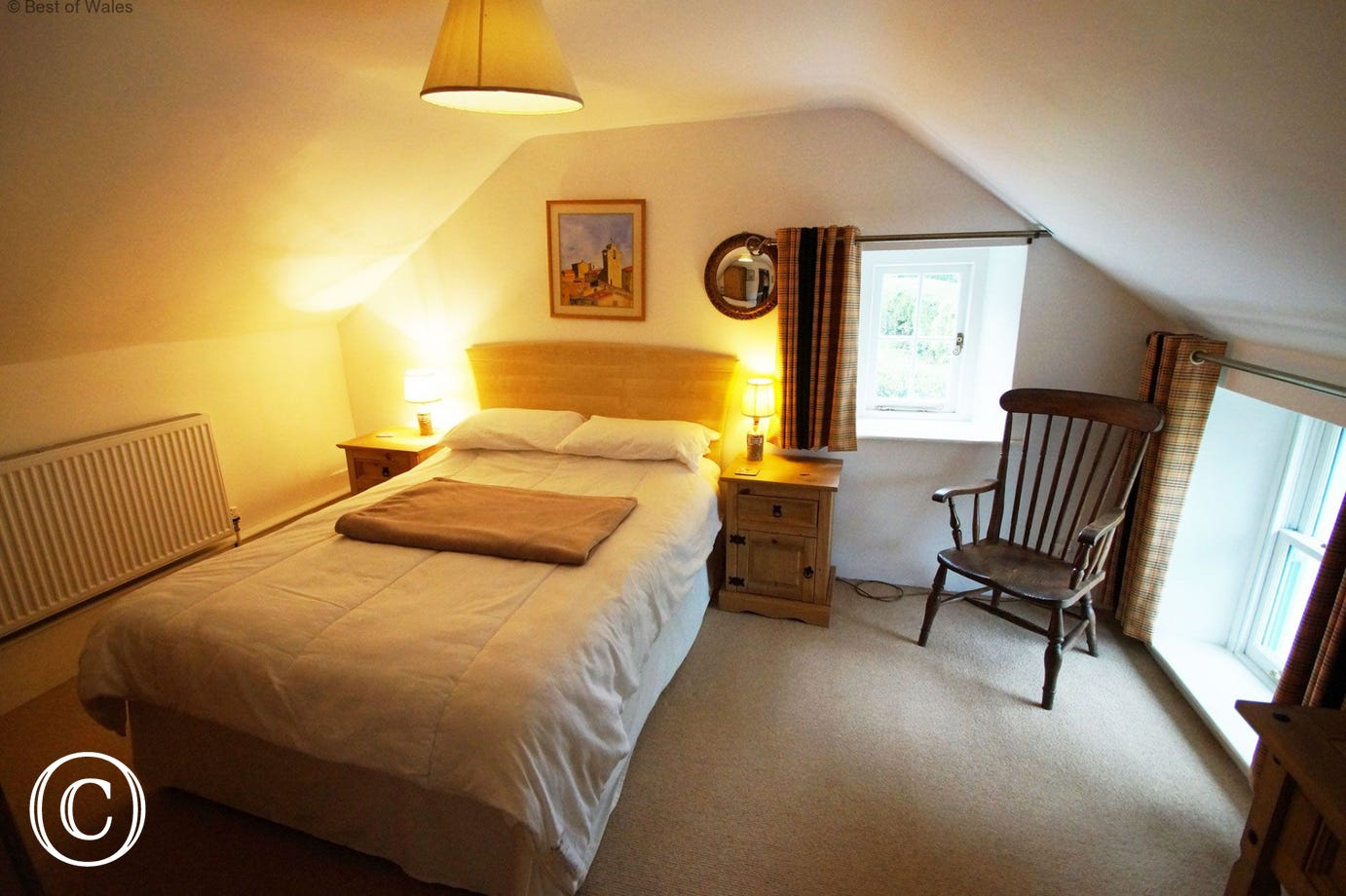 Bwthyn Amroth's Pembrokeshire beach cottage - double bedroom