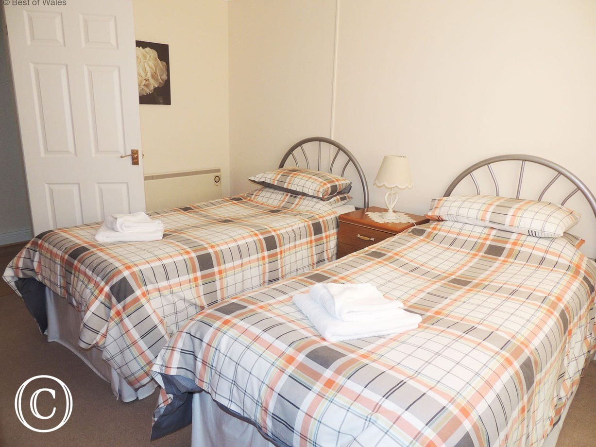Twin bedroom at this West Wales holiday cottage near New Quay