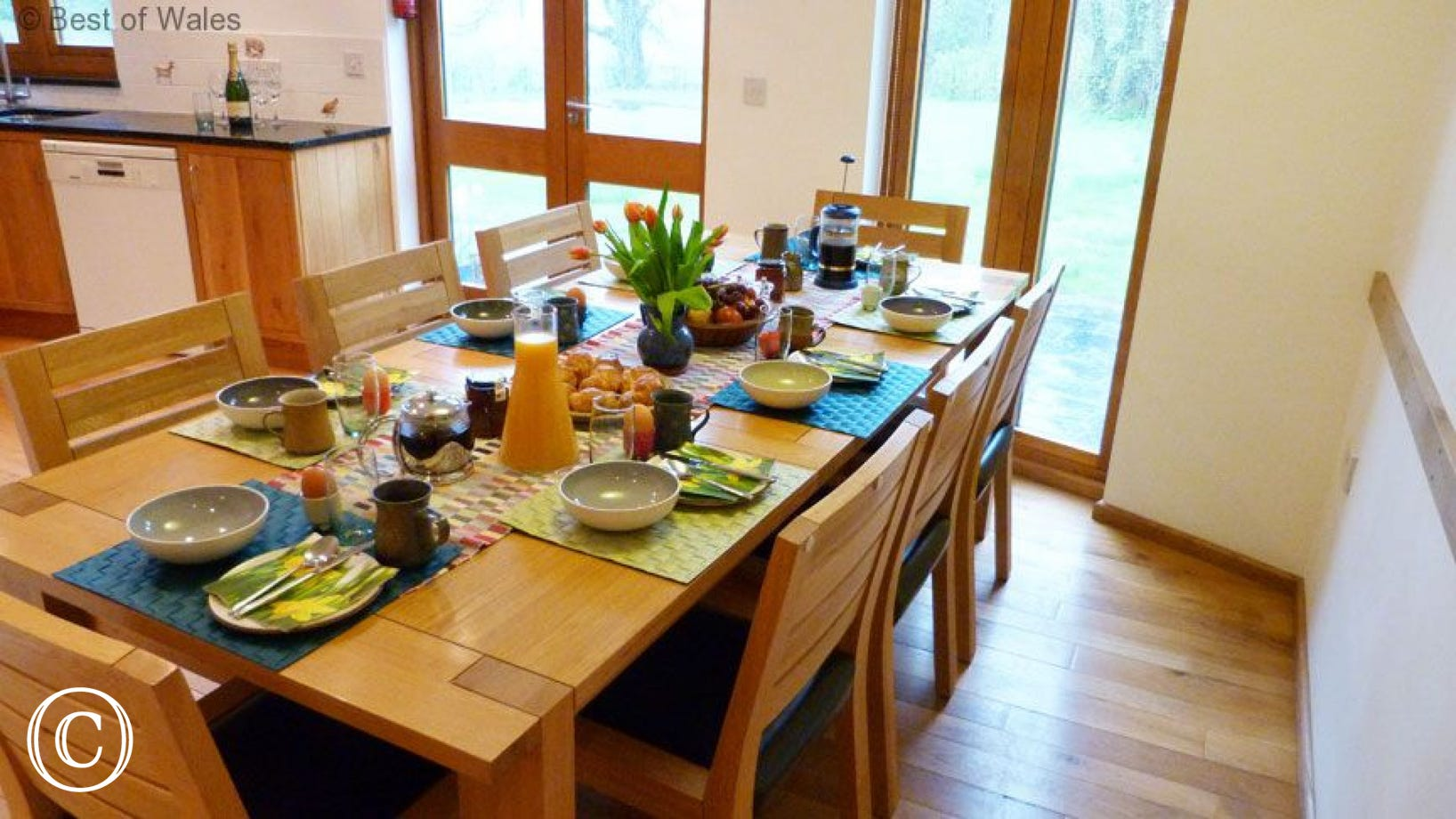 5 star self catering Brecon Beacons - breakfast table