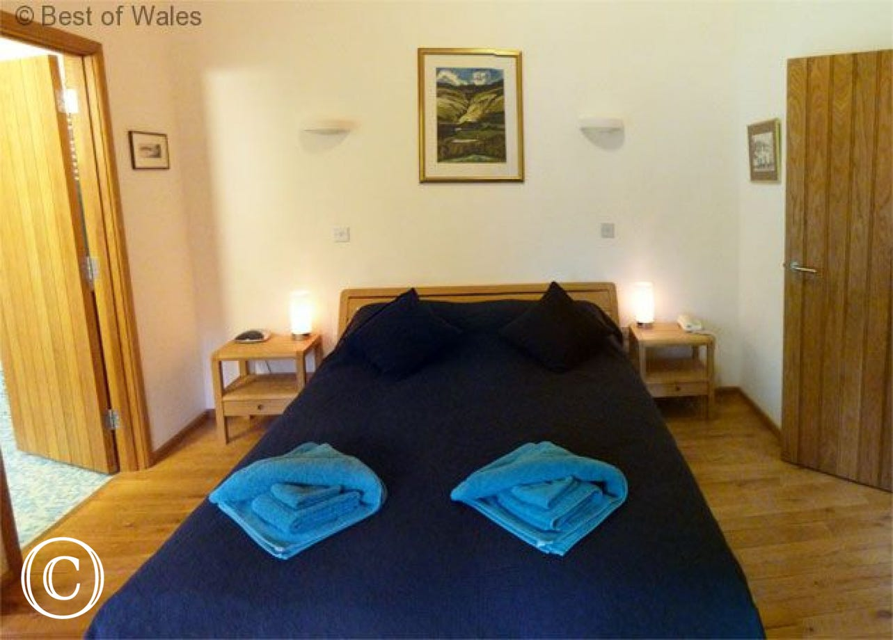 Double ensuite bedroom - 5 star self catering, Brecon Beacons