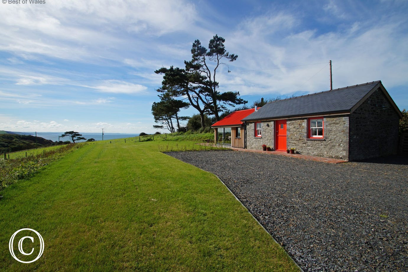 Detached, peaceful setting overlooking Aberystwyth and Cardigan Bay