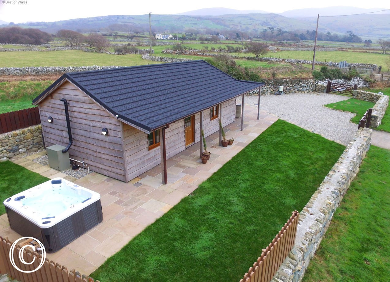 Barmouth Self Catering Accommodation - Hot Tub & Sea Views