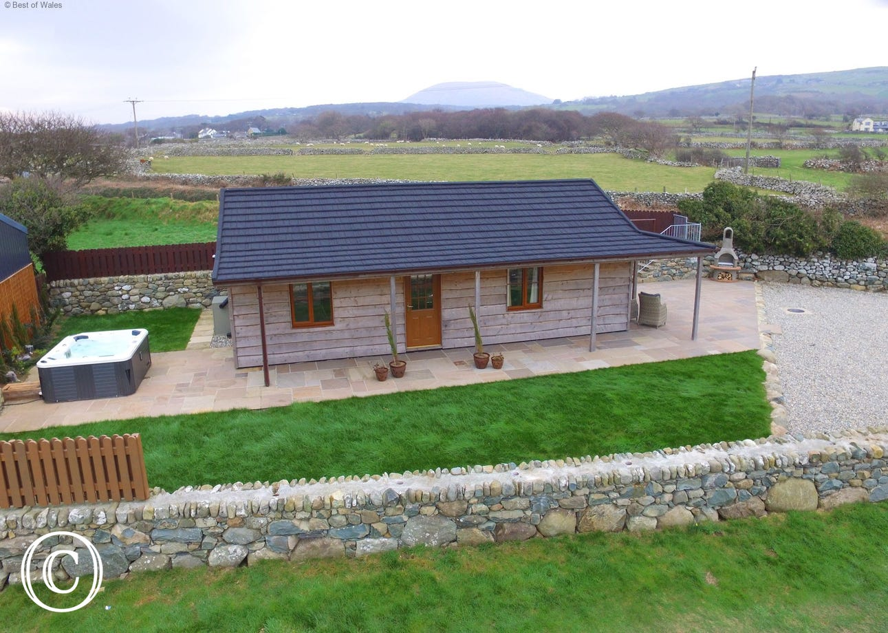 Barmouth self catering accommodation and a hot tub with a view