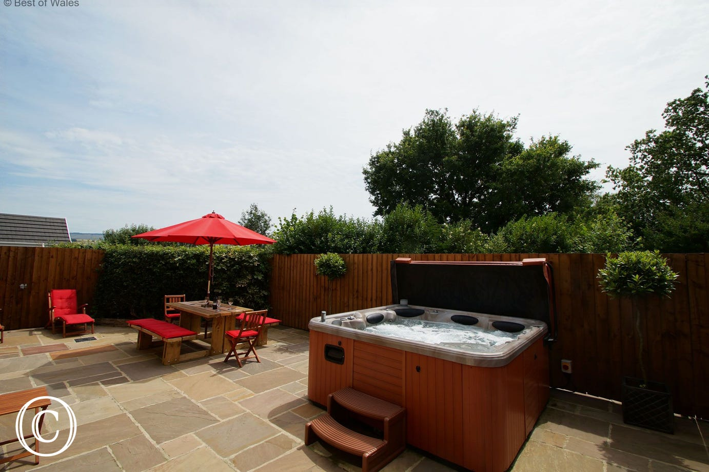 Stylish outside space with hot tub and BBQ