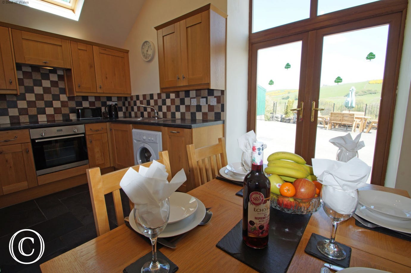 Cottage to rent in Wales - dining area with countryside views