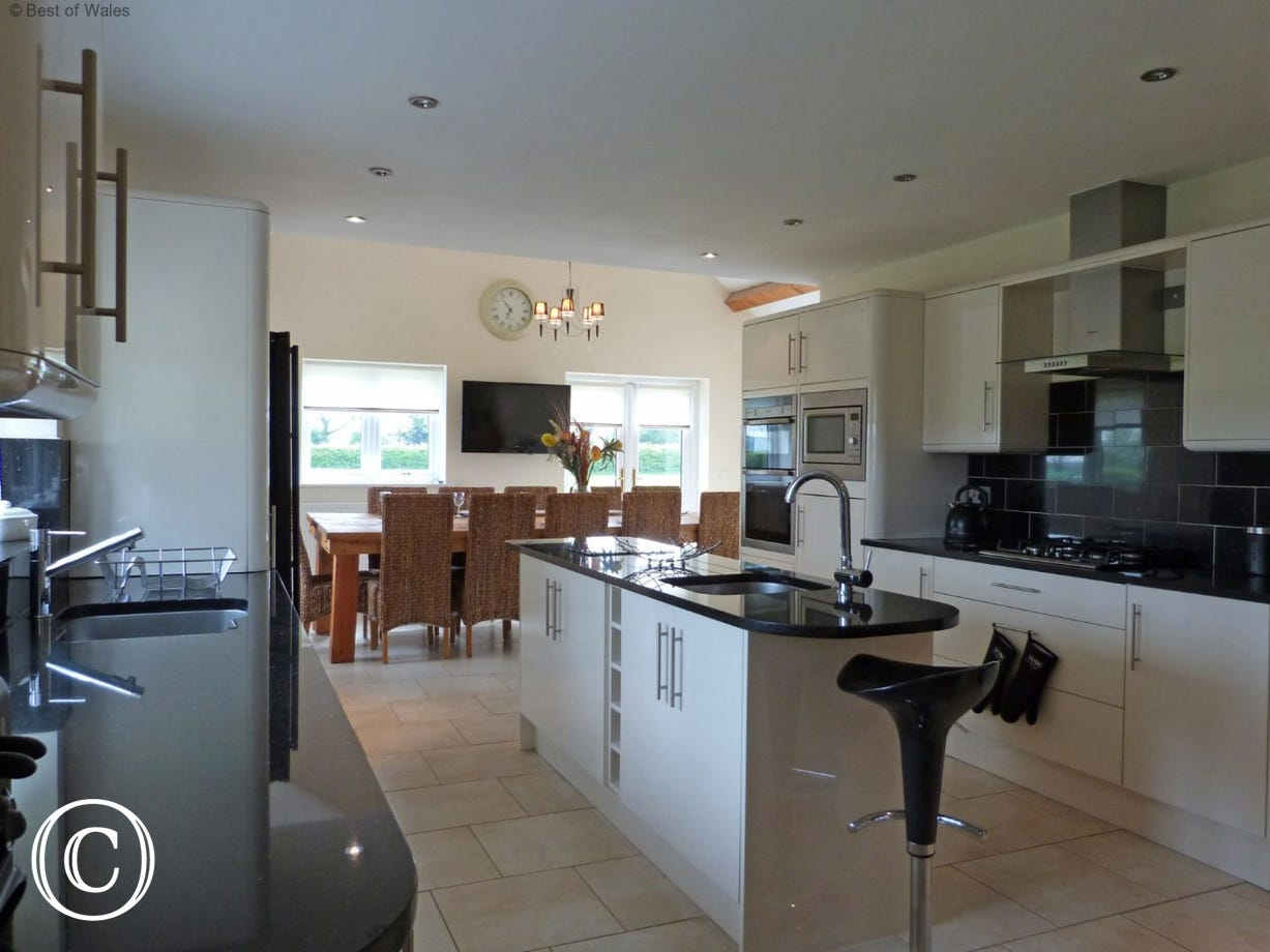 Fully equipped kitchen/diner - luxury self-catering in North Wales