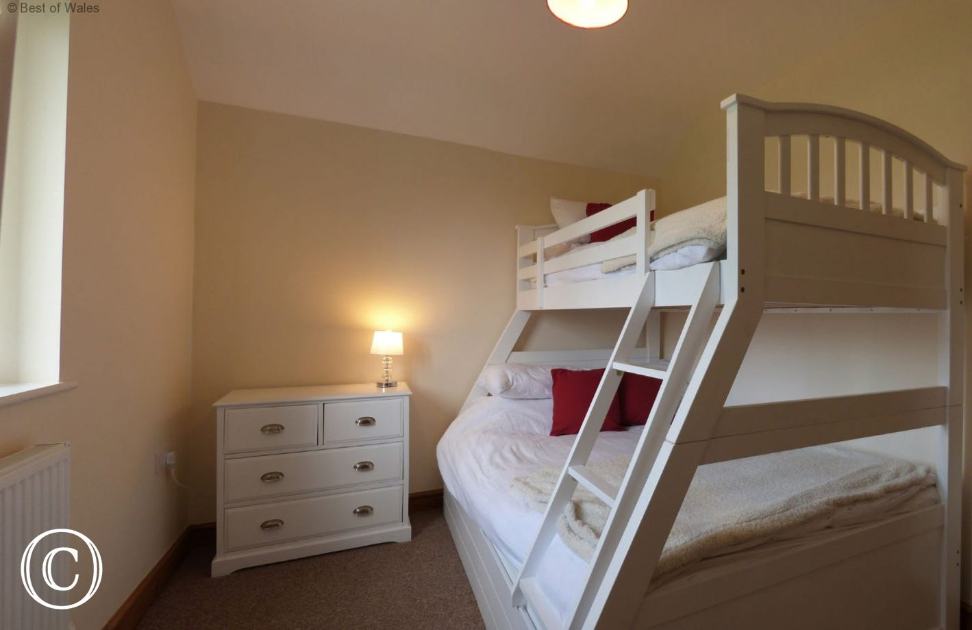 Bedroom 2: double bed and single bed combination
