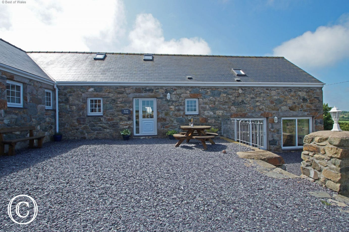 Ideal for get-togethers: large 5 star holiday cottage, Llyn Peninsula