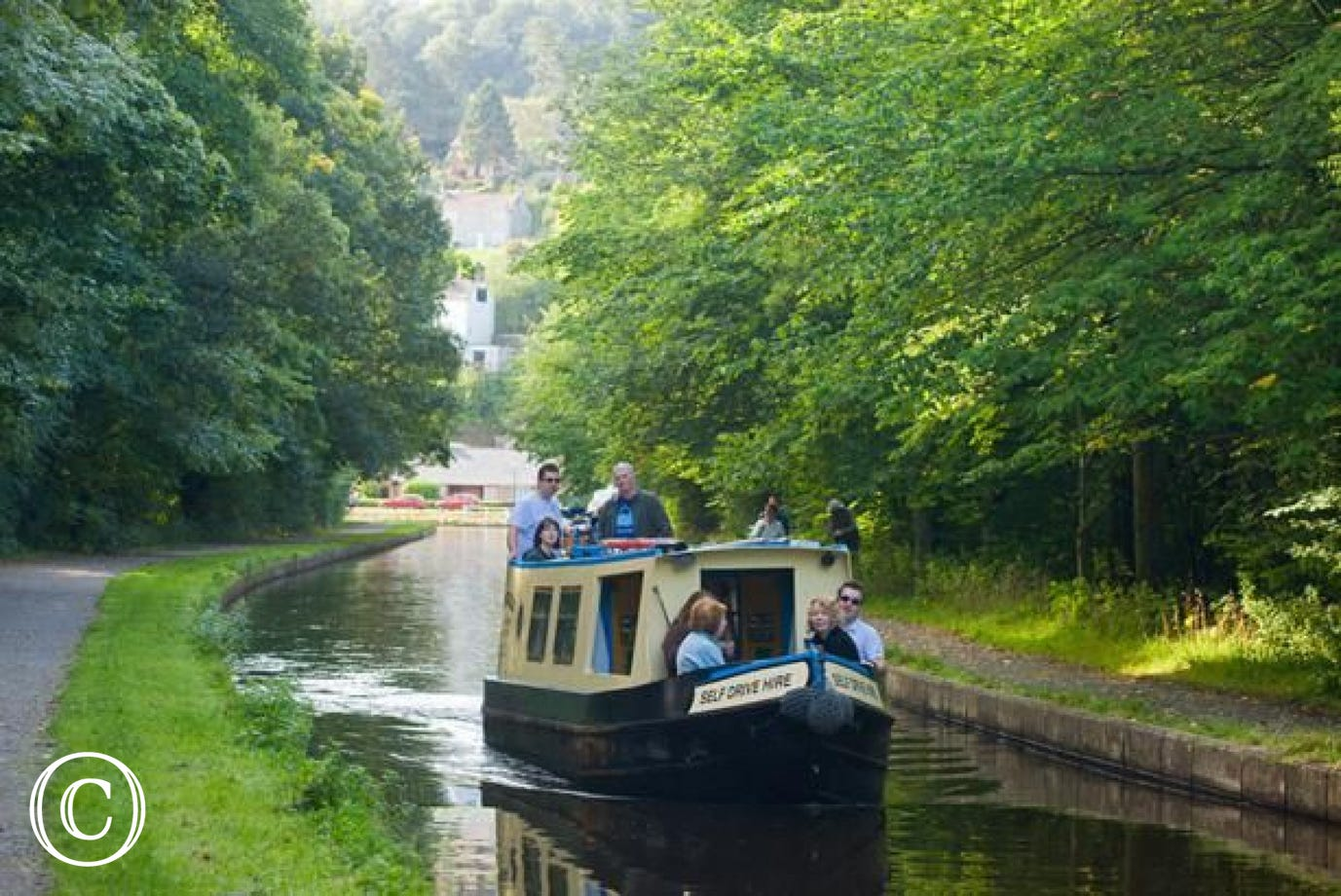 Motor or horse drawn carriages available on Llangollen canal
