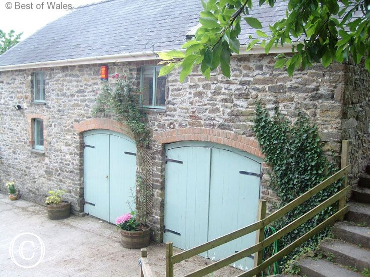 St Clears self catering cottage in West Wales