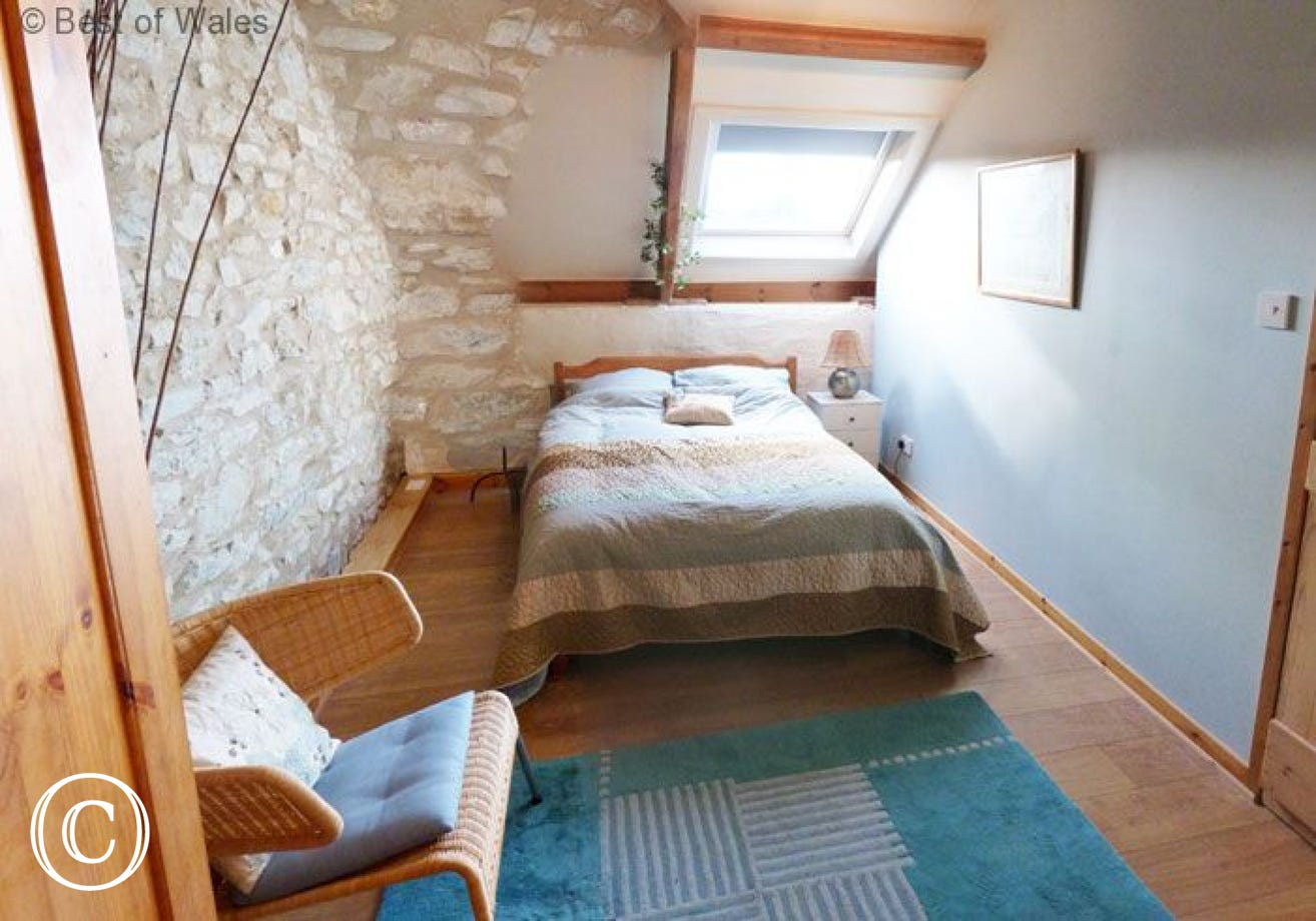 St Clears self catering cottage  master double bedroom