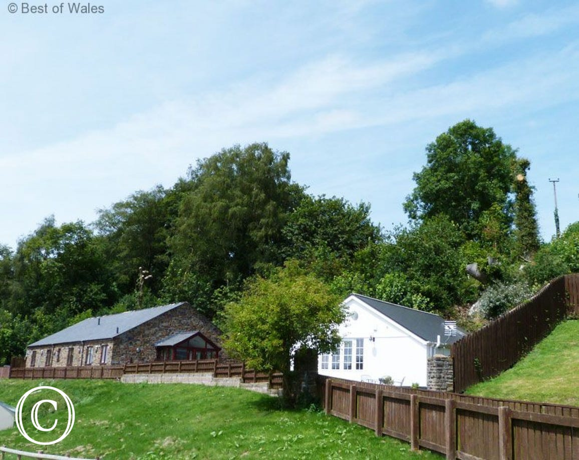 Ysgubor Y Coed - 5 star luxury Cardiff cottage