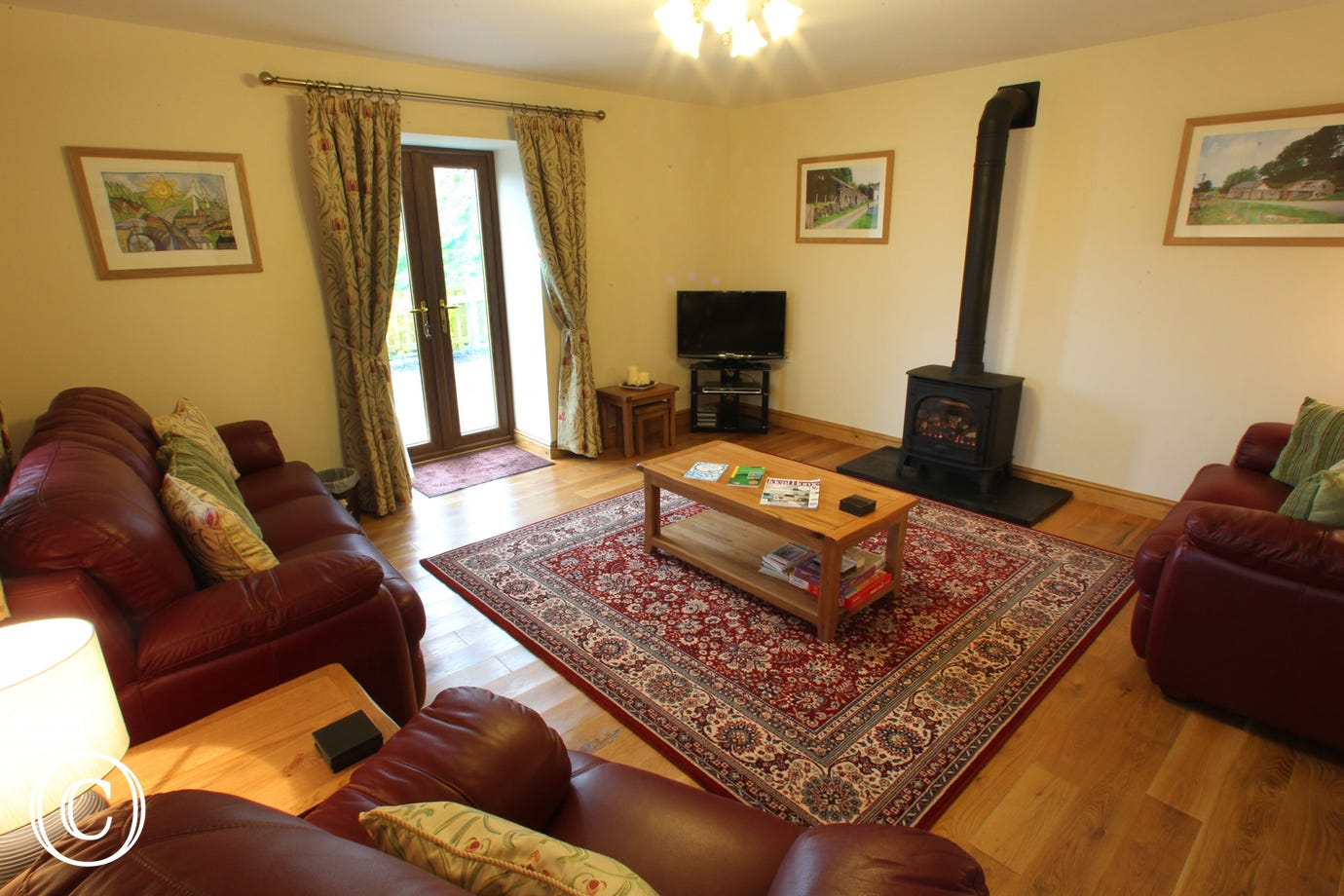 5 star cottage with cosy lounge inc oak flooring & patio doors