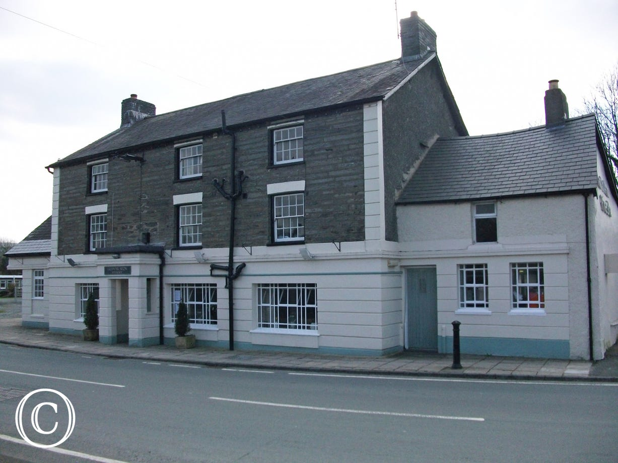Glan yr Afon country pub and restaurant, within walking distance
