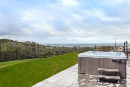 Great sea views from the Hot tub