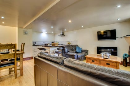 Mid Wales holiday cottage with open plan kitchen/dining/living area