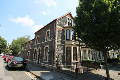 Pontcanna Townhouse - large group accommodation in Cardiff