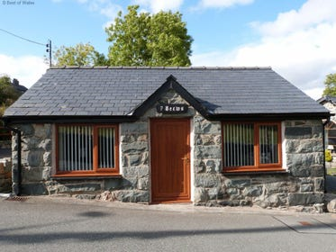 Enjoy a romantic break at this Trawsfynydd accommodation for 2