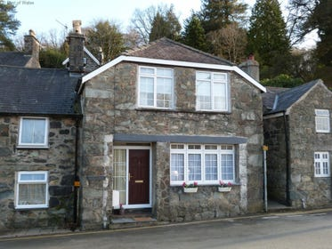 Spacious holiday cottage in Dolgellau in a highly convenient location