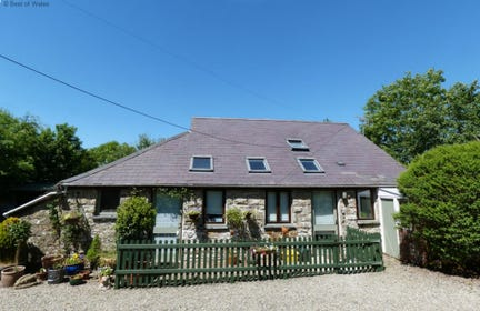 Beautiful 5 star self-catering cottage in Ceredigion countryside