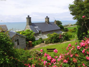 Enjoy a relaxing holiday with a sea view on the North Wales coast