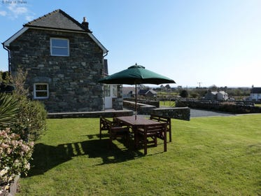 Spacious coastal cottage near Barmouth's Blue Flag Beach