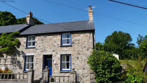 Ael y Bryn Newport Holiday Cottage
