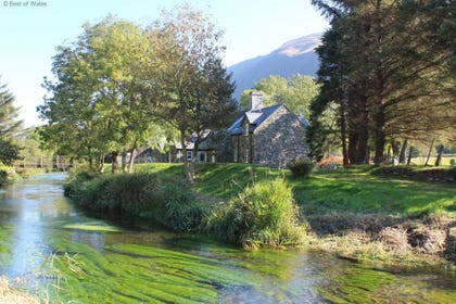 Relax in stunning countryside to the sound of the river lazily flowing by
