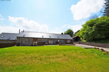 Onnen Fawr Barn: large accommodation in Brecon Beacons