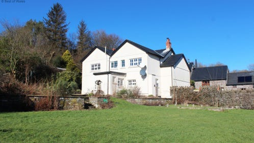 Hire cottage with hot tub wales