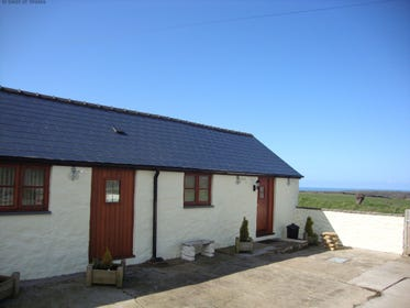 North Pembrokeshire holiday cottage near the village pub in Mathry
