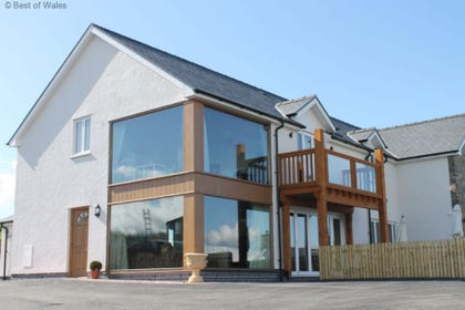 Luxury Large group accommodation Aberystwyth