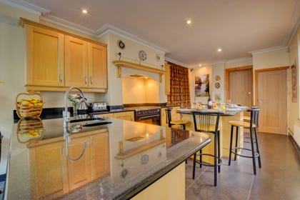 Stylish Cardiff Townhouse  - kitchen